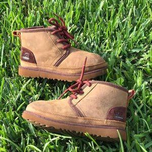 UGG 🍁🍂Neumel brown leather kids 1